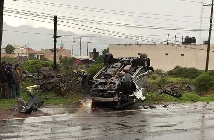 Por exceso de velocidad volcó camioneta en Chignahuapan