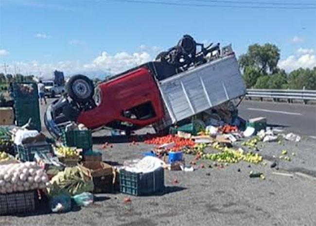 Aparatosos accidentes movilizan a cuerpos de emergencia en Tecamachalco y Palmar de Bravo