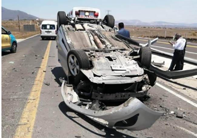 Vuelca auto y dos mujeres resultaron lesionadas en la Teziutlán Virreyes