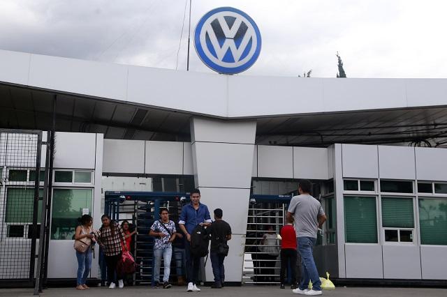 Reportan trabajadores de VW muertos por Covid19 tras reactivación