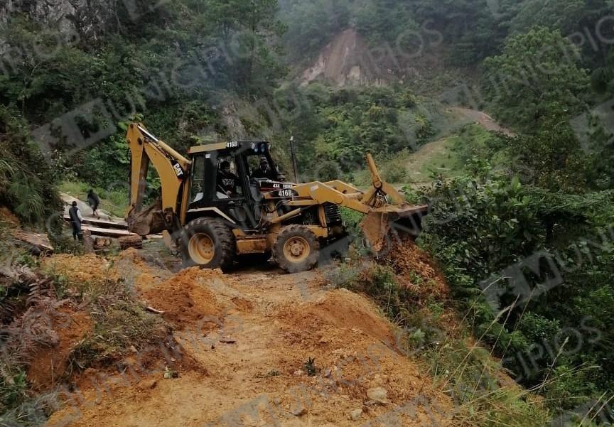 Reabren camino en Zacapoaxtla afectado por lluvias