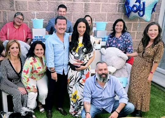 Luis Alberto Arriaga y su esposa arman baby shower pese a riesgo de Covid
