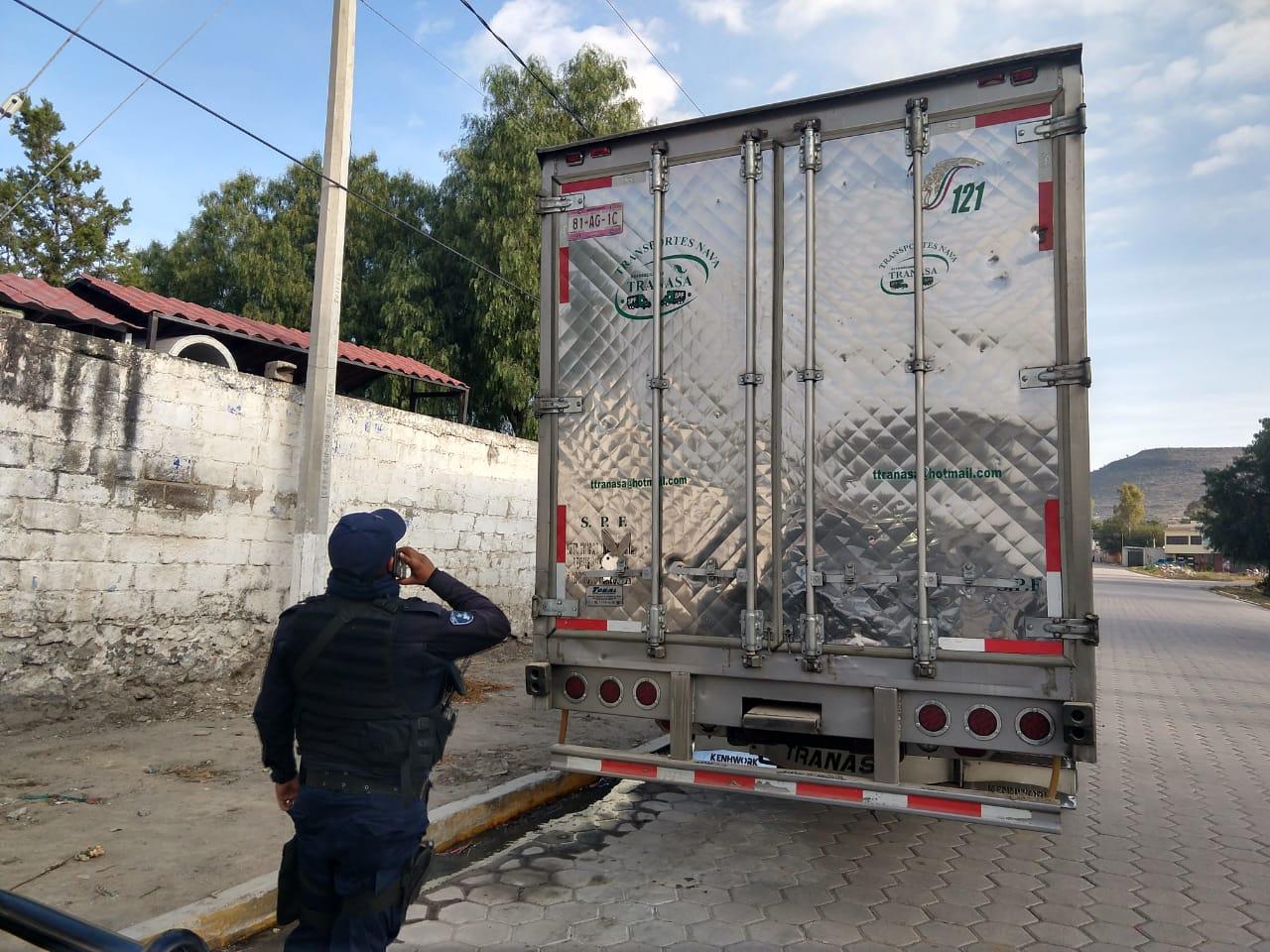 Roban camión con leche Liconsa y lo dejan en Tecamachalco