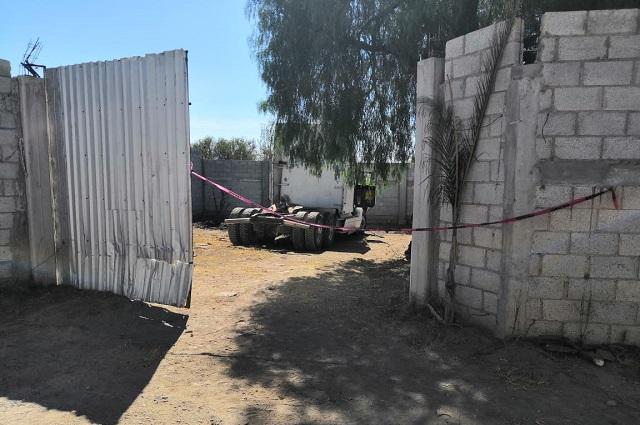 Lo matan en predio con camiones robados, en Tecamachalco