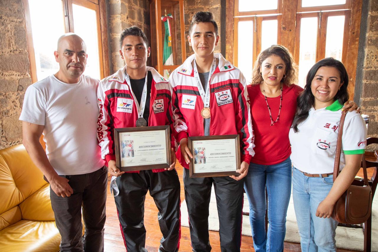 Ganan poblanos Olimpiada Nacional Juvenil de Taekwondo