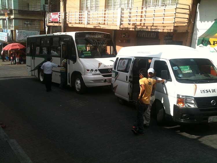 Por 50 pesos, apuñalan a conductor en Huauchinango