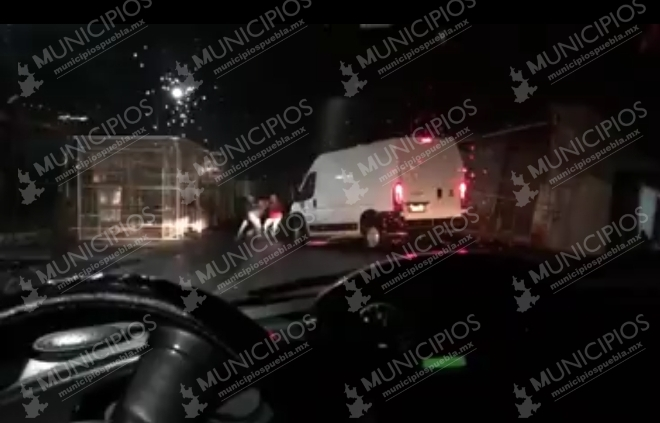 VIDEO Levantan a tianguista en plena carretera de Texmelucan