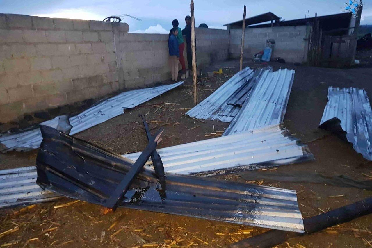 Fuerte tromba en Tepeyahualco deja 13 casas dañadas