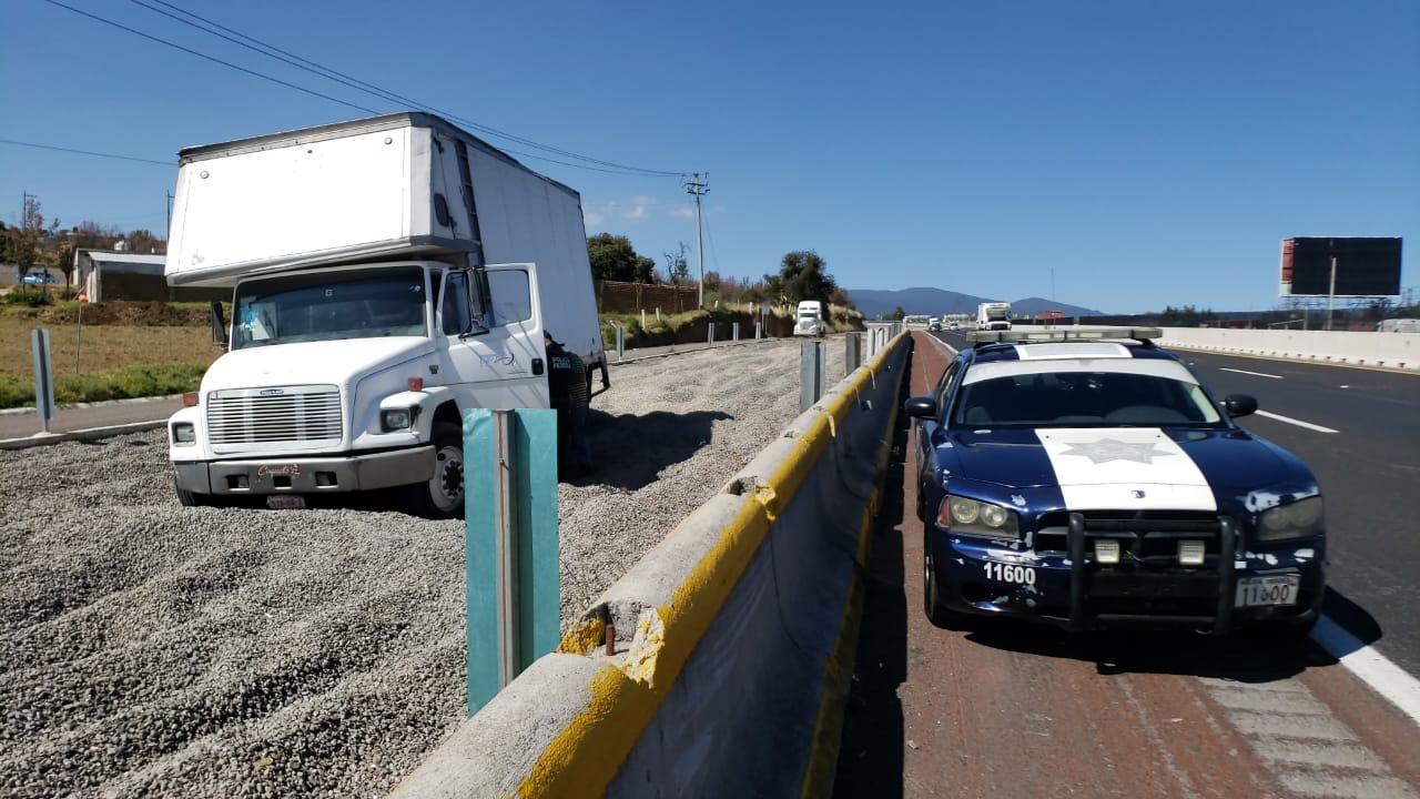 Rampa de emergencia le salva la vida a conductor en Tlahuapan