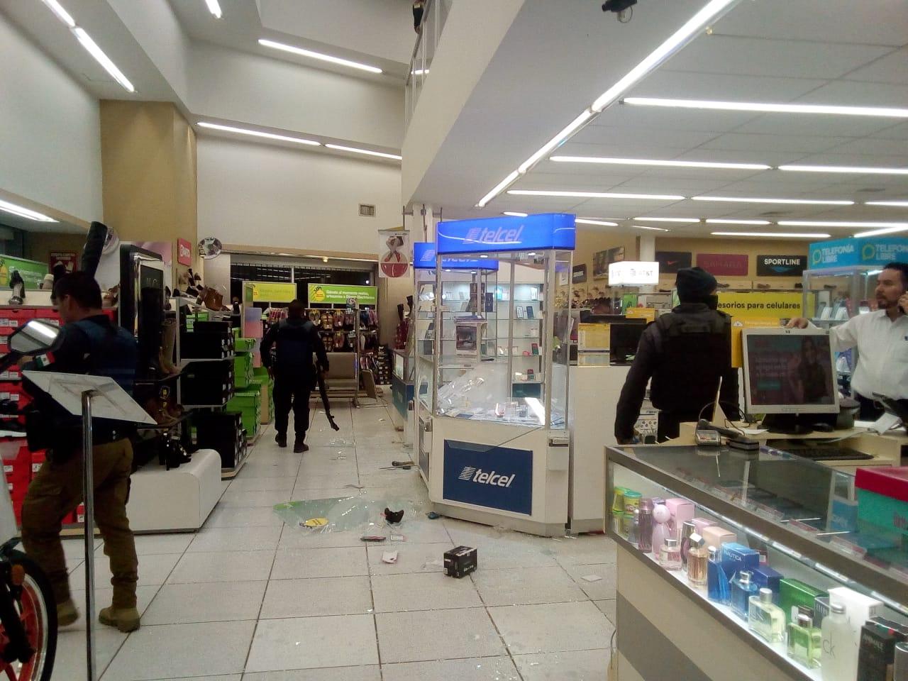 Intentan robar Coppel; llega policía municipal y huyen del lugar