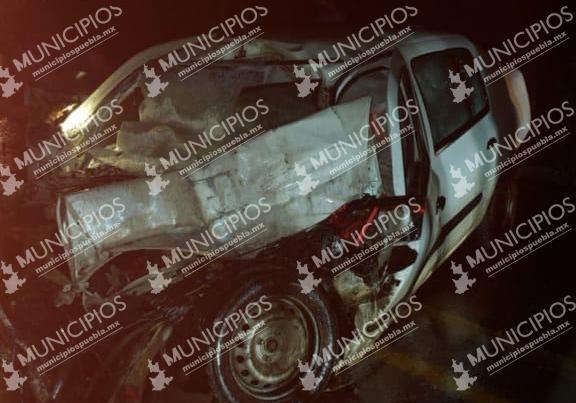 Accidente deja dos muertos y un menor herido en Ahuazotepec