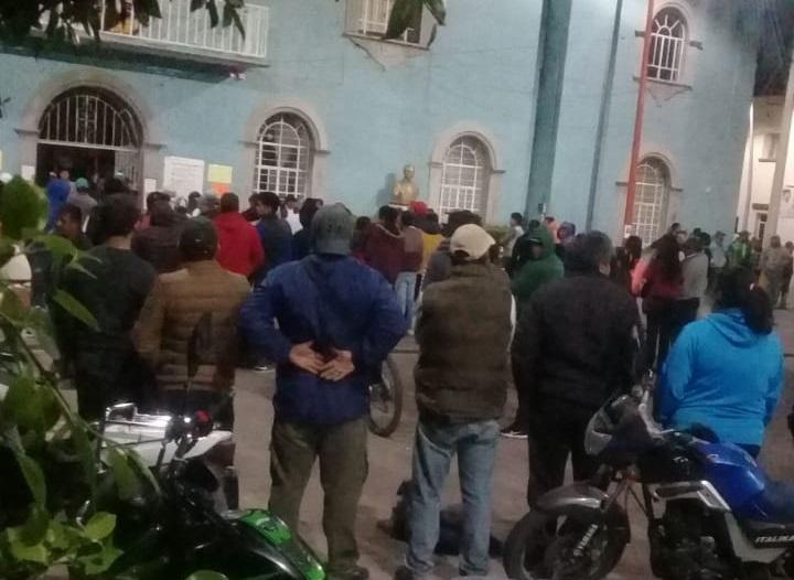 Tras golpear a delincuentes y policías, toman alcaldía de Teotlalcingo