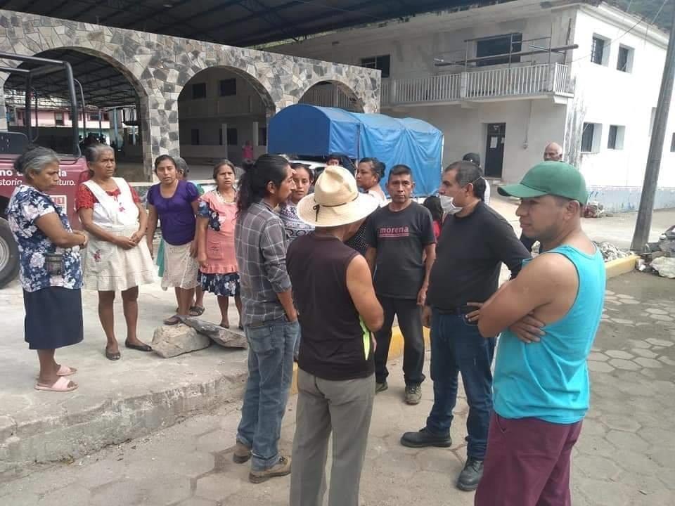 Acusan habitantes de Atlequizayan entrega de despensas solo para simpatizantes del PRI