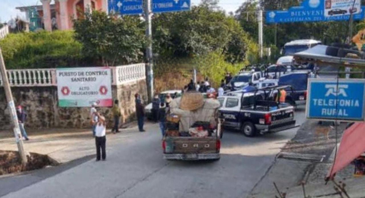 Conato de bronca entre policías y comerciantes en Cuetzalan por vendimia