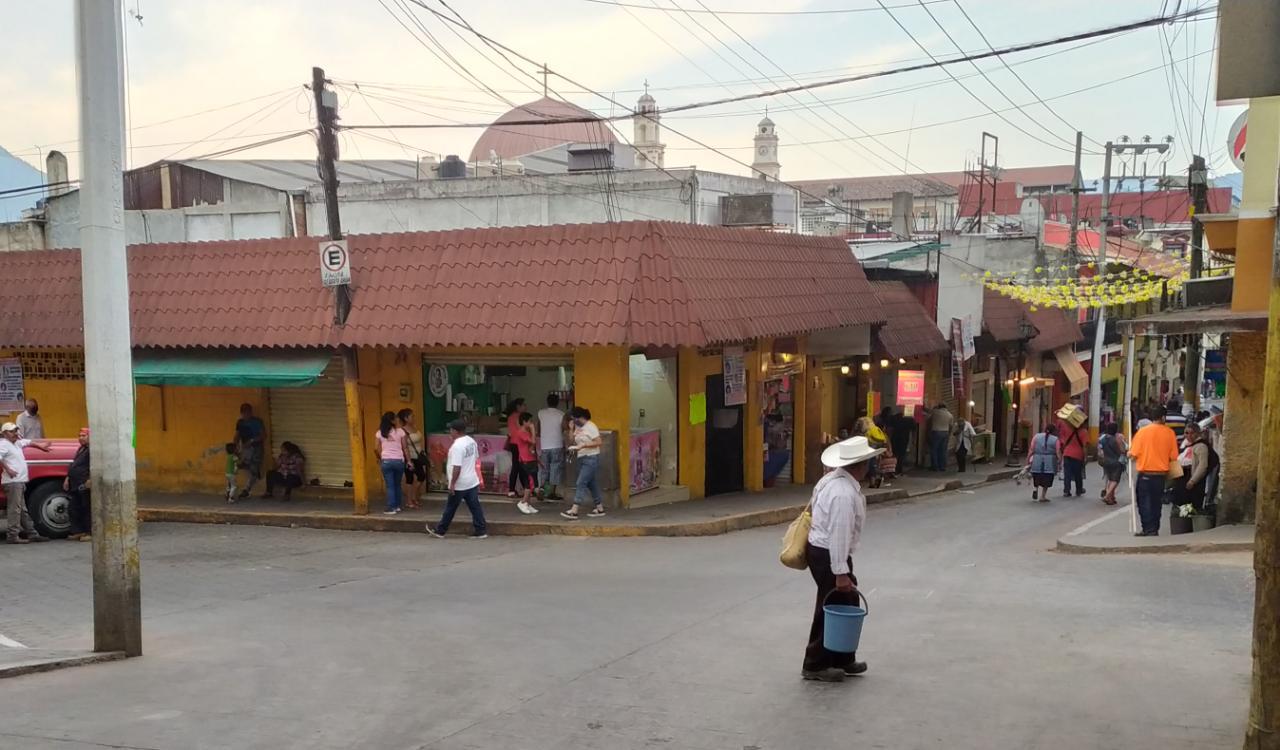 Sin restricciones, reabren tianguis y mercado en Huauchinango