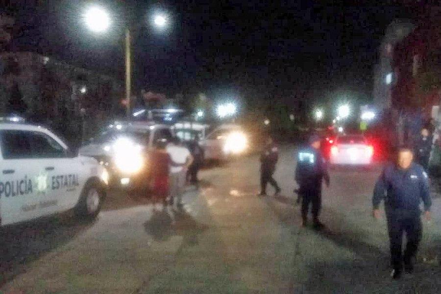 Policía de Coronango detienen a 2 sujetos por robo de vehículo