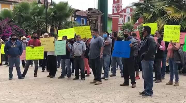 Se manifiestan pobladores de Zacapoaxtla contra su alcalde