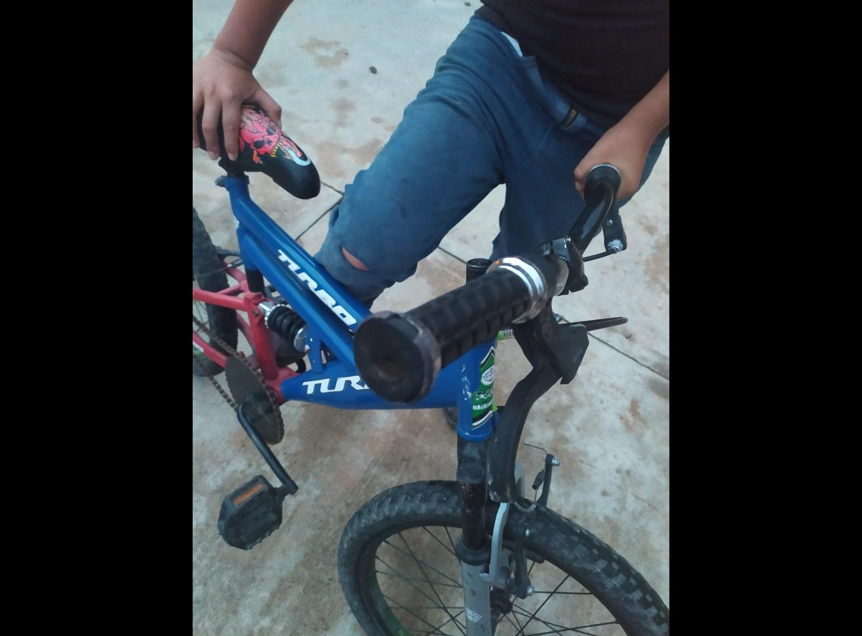 Policía huye tras atropellar a un niño en bicicleta en Pahuatlán