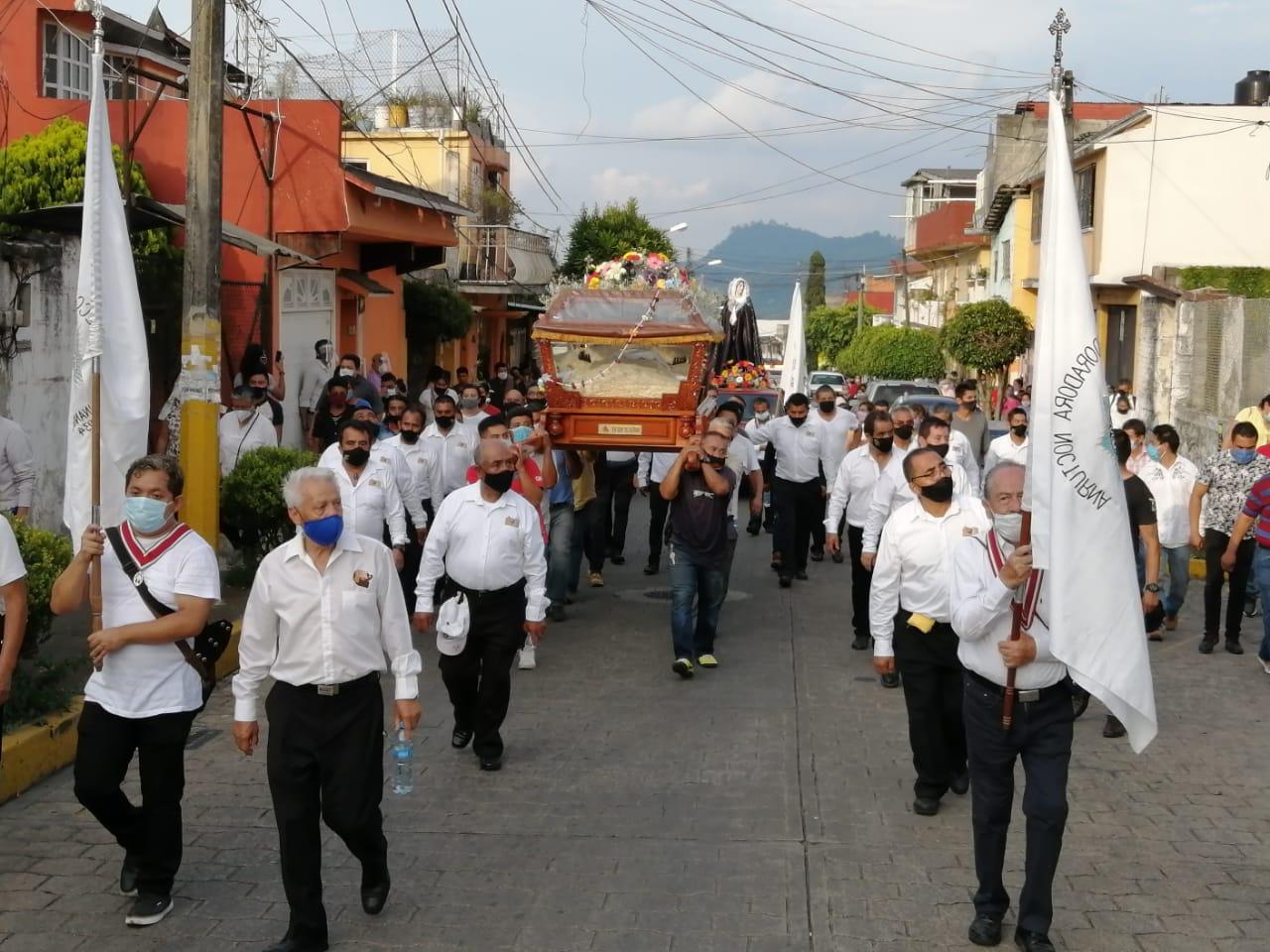 Católicos poblanos salen a las calles y piden a Dios disminuya el Covid19