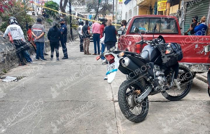 Hombre muere dentro de auto tras sufrir infarto en Texmelucan
