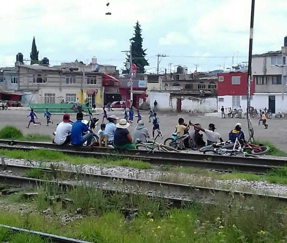 A pesar de contagios en Amozoc, pobladores hacen partidos de fútbol