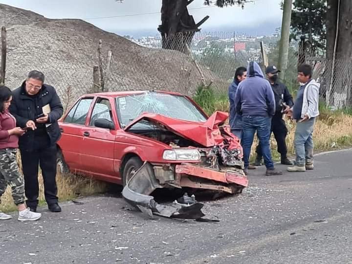 Tsuru y Jetta chocan de frente en Zacapoaxtla; hay 4 heridos