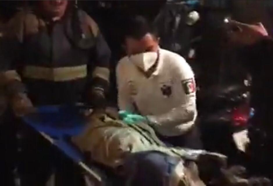 Muere intoxicado al no poder salir de su casa en llamas en Atlixco