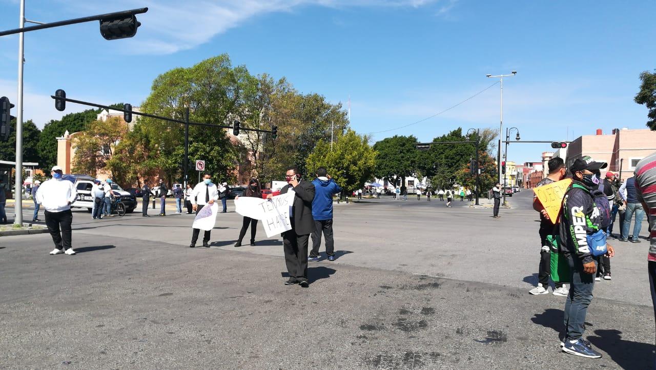 VIDEO Protestan dueños y trabajadores de antros y bares en Puebla