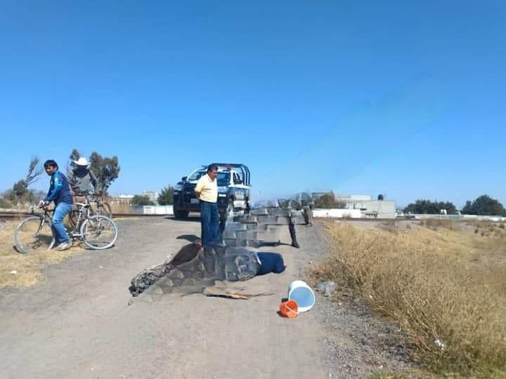 Hallan a poblador muerto junto a las vías en Rafael Lara Grajales