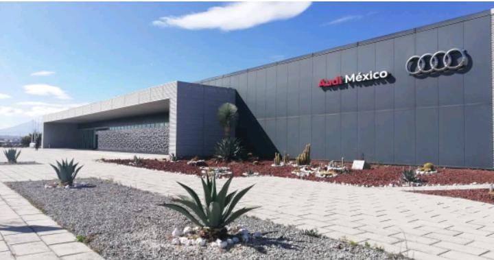 Intentan asaltar autobús de trabajadores de Audi en la Amozoc-Perote