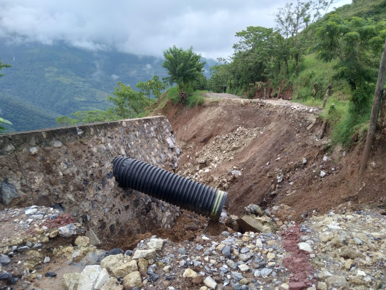 Derrumbe deja incomunicado a San Felipe Tepatlán