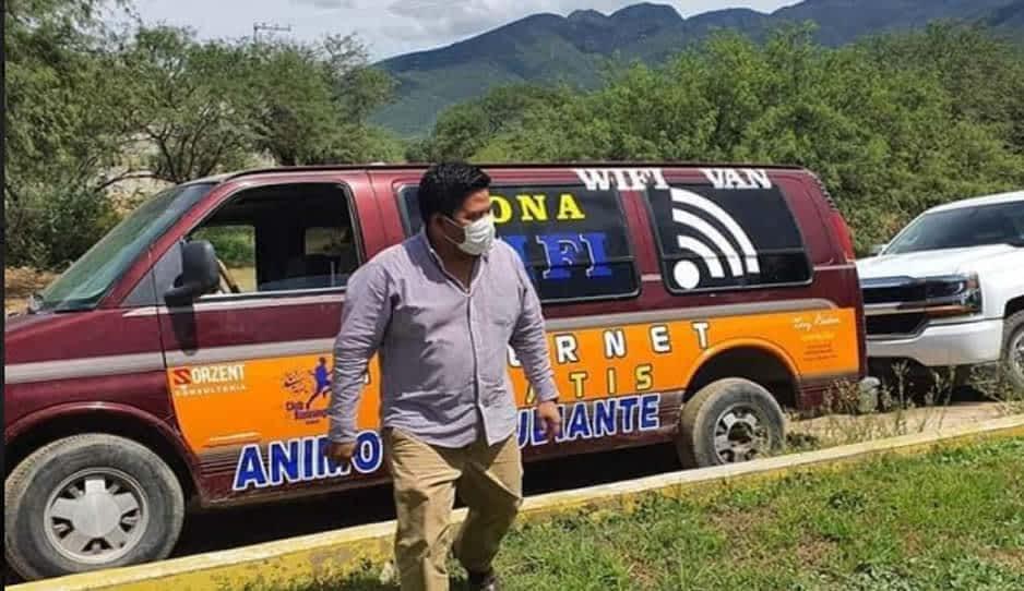 Faustino ayuda con internet gratis a estudiantes de Ajalpan