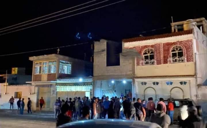 Lanzan explosivo a vivienda en Molcaxac, hay tres heridos