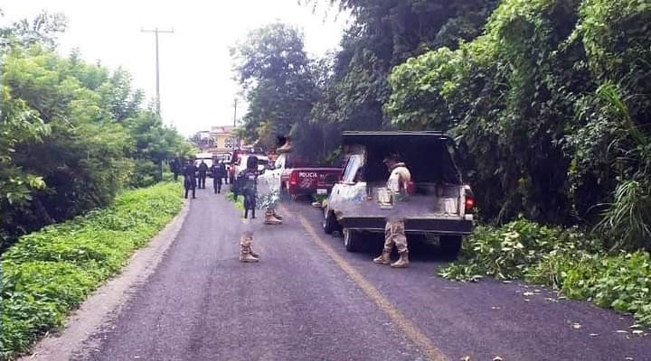 Caen taxista, talachero y mecánico que fingían ser militares en Tlatlauquitepec