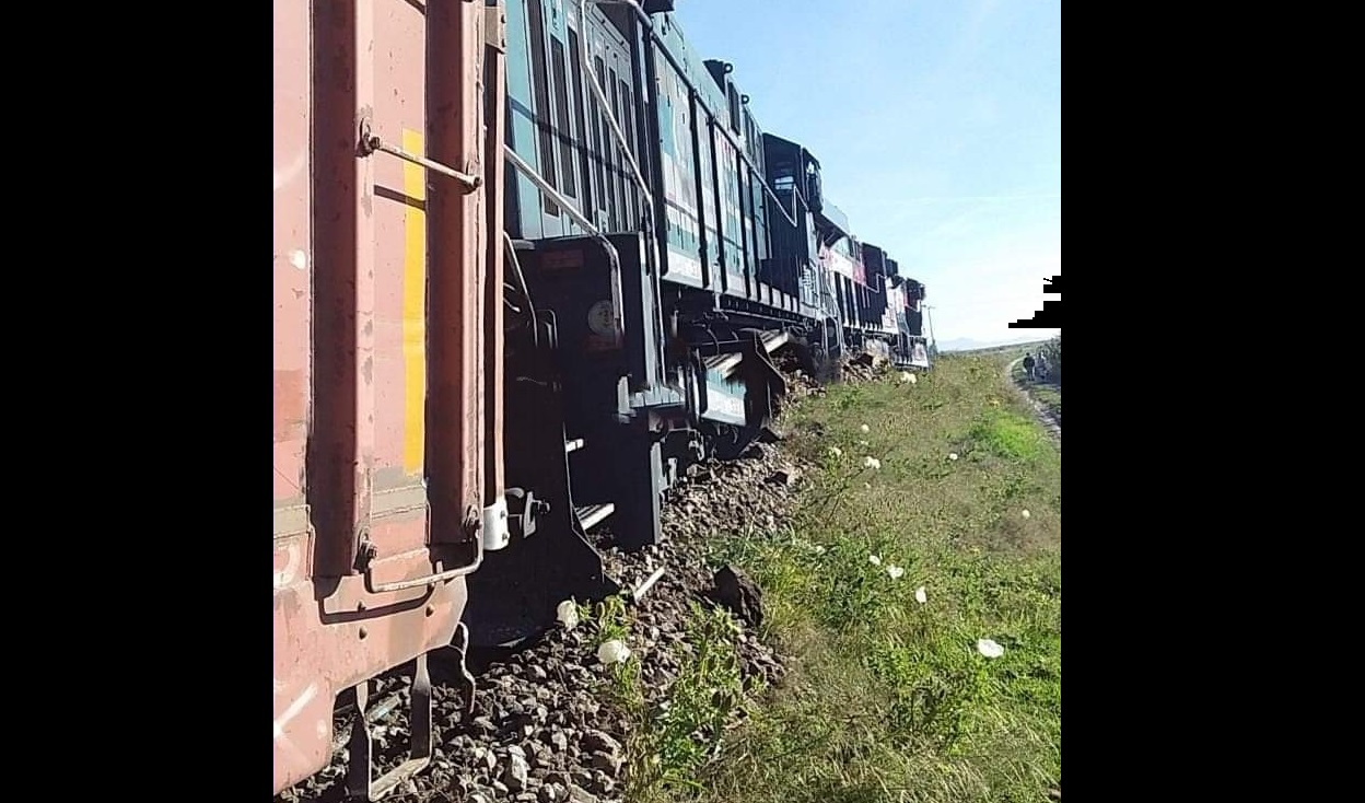 Intentan descarrilar tren para robarlo en Nopalucan