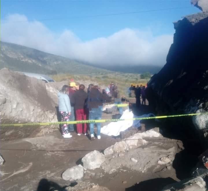 Mueren dos hombres al caer en puente colapsado de Tlachichuca