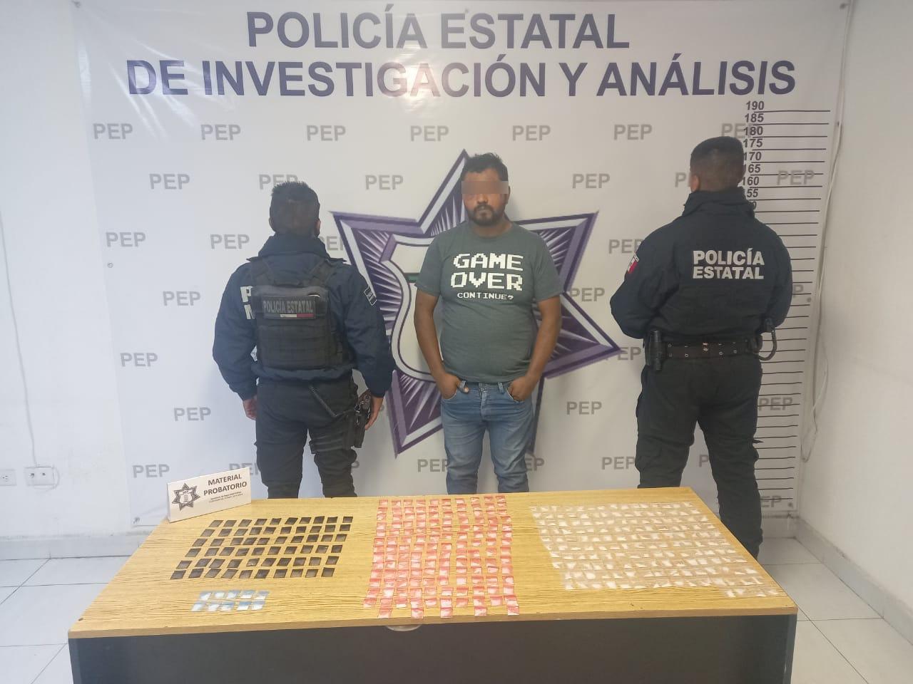Cae asaltante de transporte de carga con 360 dosis de droga en Xicotepec