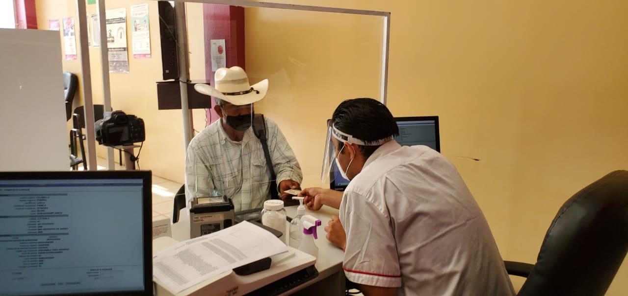 Entrega INE 606 credenciales en primer día de actividades en municipios poblanos
