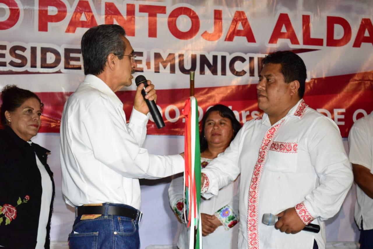 En Xochitlán Pantoja recibe bastón de mando