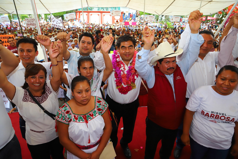 En Zapotitlán Barbosa promete Instituto de Pueblos Originarios